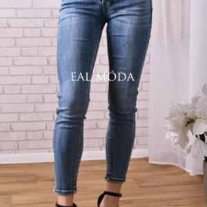 modré jeans s knoflíky