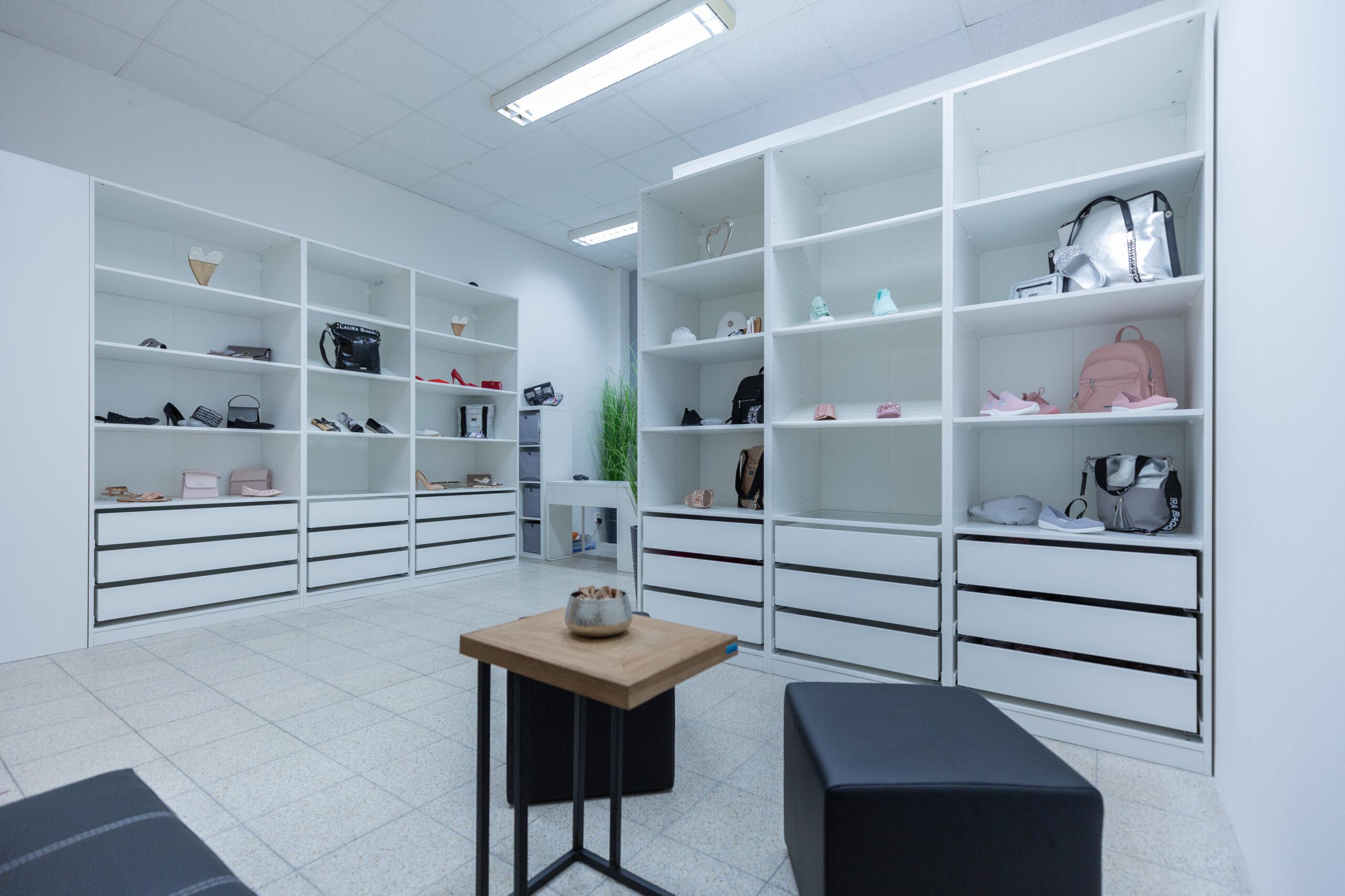 Prodejna bot v Prostějově
